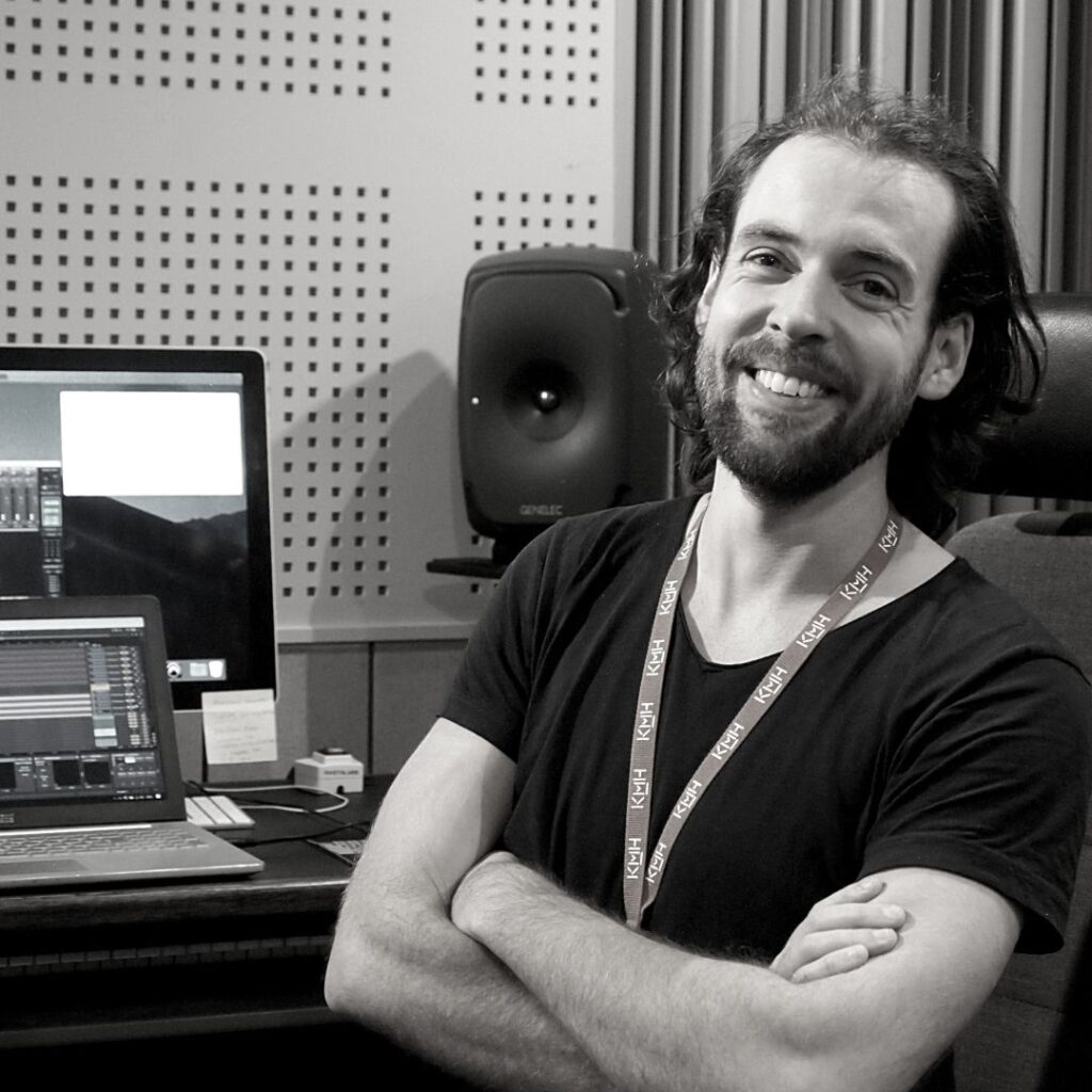 Profile pitcture of Jacob Westberg smiling in the studio